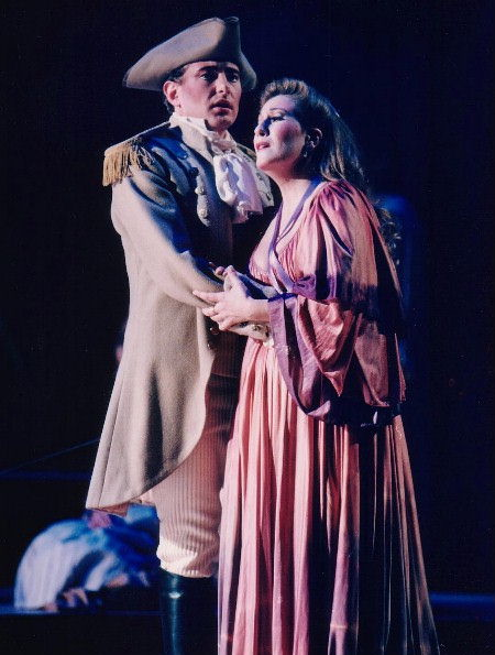 Brett Polegato in Così fan tutte with Lyne Fortin at Opéra de Québec
